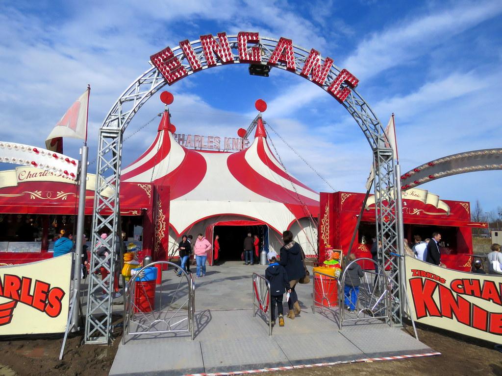 Auftritt Zirkus Charles Knie in Schwerin