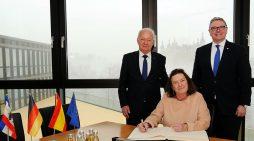 IHK empfing spanische Botschafterin