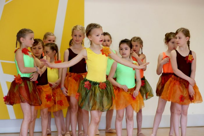 """Ballettschule Tanz-Zeit mit """"Lebenszeiten"""" zu Gast"""