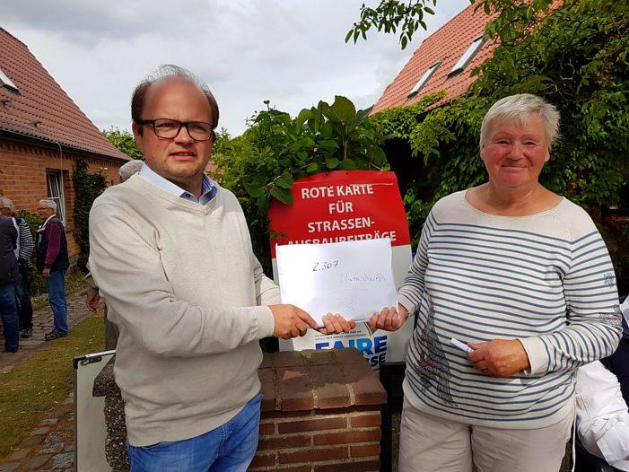 Neumühle: Erstes Alleenfest und Bürgerprotest