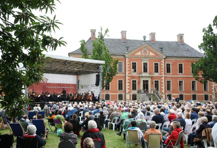 """Sommerkonzert MeckProms """"Vive la France!"""" on Tour – Schloss Bothmer"""