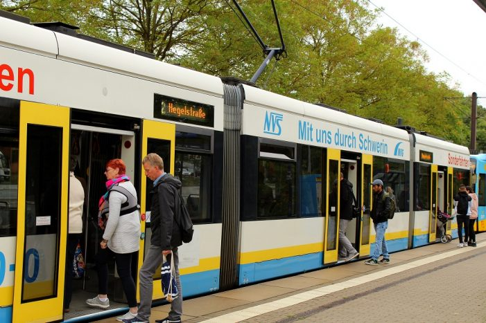 Für 365 Euro ein Jahr Bus und Bahn fahren