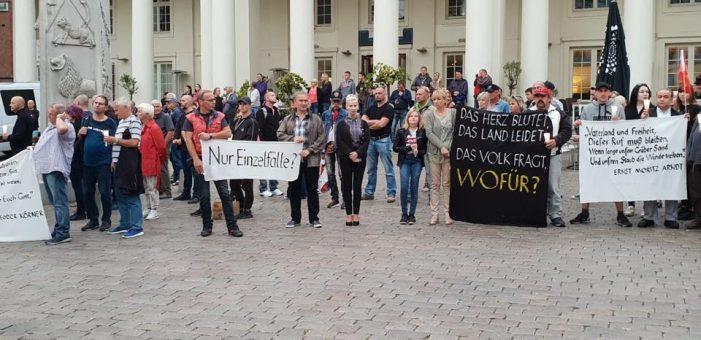Nach Mahnwachen nun Demonstrationen