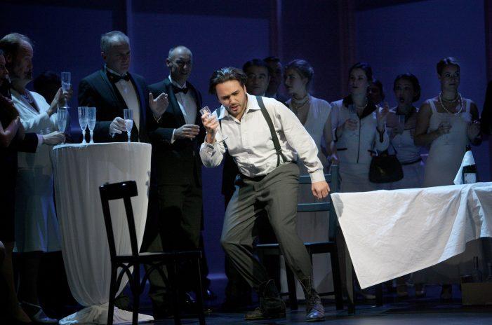 """Tenor Rodrigo Porras Garulo wieder als """"Hoffmann"""" in Schwerin"""