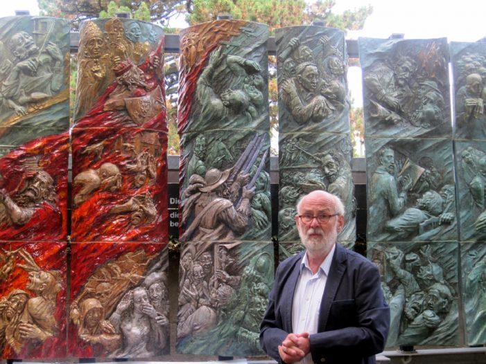 Keramische Säule zur Schweriner Geschichte wieder zu sehen