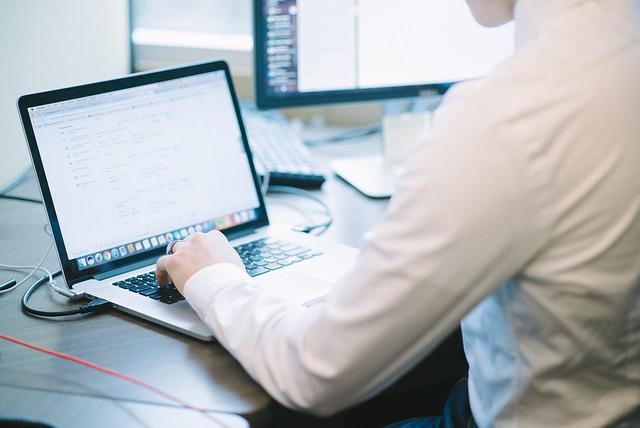 Personalarbeit digital: So finden Unternehmen geeignete HR-Software