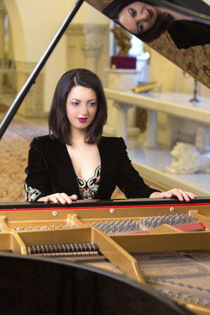 Mitten ins Herz – Pianistin Alexandra Dariescu beim 2. Sinfoniekonzert der Mecklenburgischen Staatskapelle Schwerin