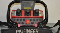 Eigentümer einer mobilen Bedieneinheit des Herstellers Palfinger gesucht