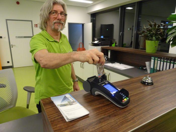 Bezahlung per EC-Karten jetzt auch in der Schwimmhalle möglich